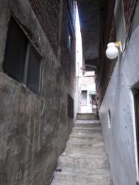 봉제공장 입구 계단