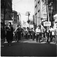 새마을 운동으로 전개된 명동 휴지 안버리기 캠페인