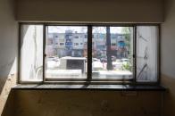 65동 창문에서 보이는 상가 K동