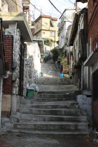 동네 중심에 놓인 U자형 계단길 3