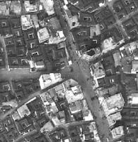 항공사진에서 보이는 김상옥로와 충신시장길의 교차점(1975)