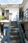 계단 위 이층 방과 복도