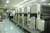 부피가 크고 긴 형태의 인쇄기계