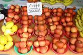가을철 재래시장의 과일(사과)