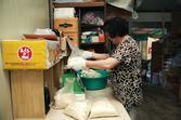 국수(생면) 작업과정 : 비닐에 담기